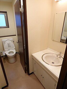店舗事務所(建物全部)-世田谷区奥沢7丁目 トイレは全部で4つございます。 洗面台も完備しております。