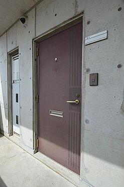 ビル(建物全部)-各務原市那加新加納町 戸別投函ポスト付きのドア。モニターホンへの交換もお任せ下さい。