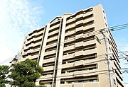 1階の店舗部分とは別に分譲マンション(102戸)が居住しています。店舗部分は現在、居住中です。