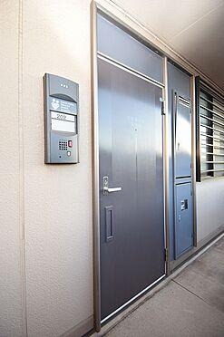 アパート-千葉市中央区寒川町3丁目 落ち着いた色合いで重厚感のある玄関ドア