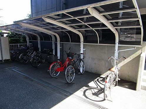 マンション(建物全部)-岐阜市日野南7丁目 十分な台数が止められる屋根付きの駐輪場