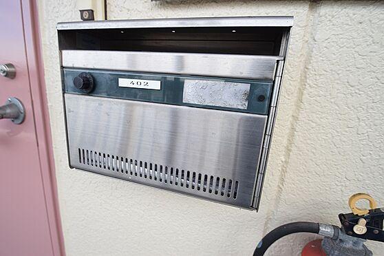 マンション(建物全部)-足立区江北2丁目 各部屋ごとに設置のダイヤル式ポスト。
