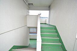 昇り降りの負担感が軽減される踊り場のある階段です