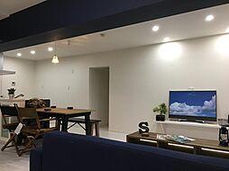室内には家具が配置され、実際に生活するうえでのスケール感や動線がイメージしやすい状態です。この機会に是非ご内見ください。