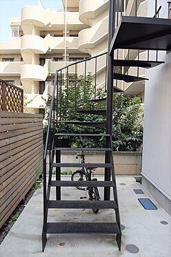アパート-大田区久が原2丁目 鉄製の螺旋階段はスタイリッシュな印象
