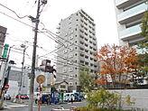 志木駅徒歩4分の立地でひと際、存在感があります。