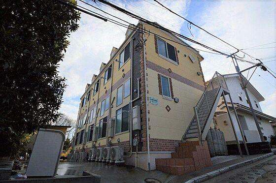 アパート-横浜市港北区鳥山町 オシャレなツートーンカラーの外観。