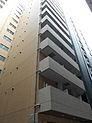 SRC造14階建ての堂々たる外観。