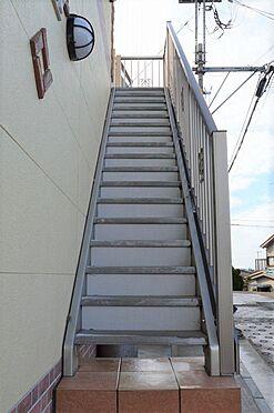 アパート-横浜市港北区鳥山町 共用部の清掃は弊社へお任せ下さい。
