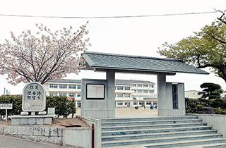 塩竈市立第一中学校 約930m(徒歩12分)