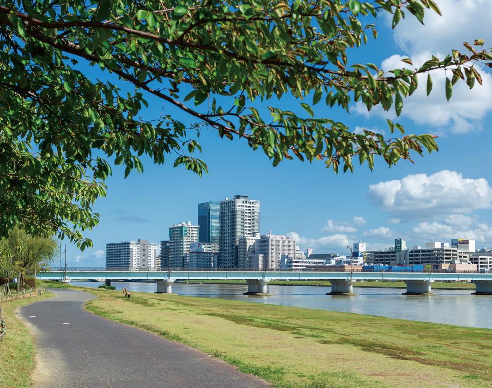 信濃川やすらぎ堤緑地 約710m(徒歩9分)