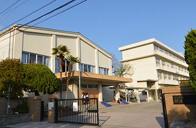 市立祇園小学校 約330m(徒歩5分)