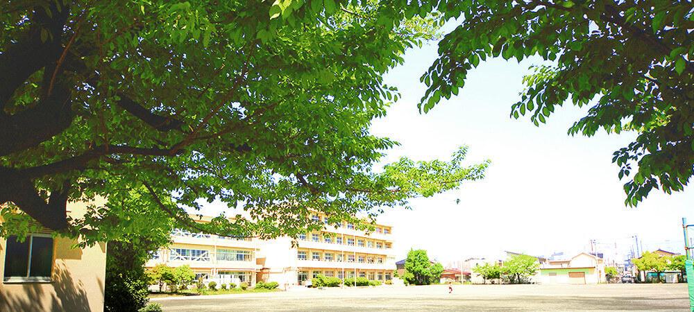 厚木第二小学校 約750m(徒歩10分)