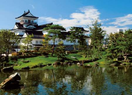 富山城址公園 約490m(徒歩7分)