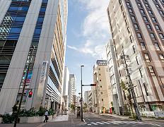 静岡駅前石田街道 約600m(徒歩8分)