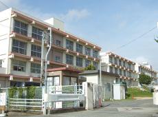 市立王子小学校 約800m(徒歩10分)