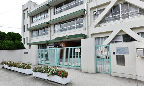 茨木市立中条小学校 約180m(徒歩3分)