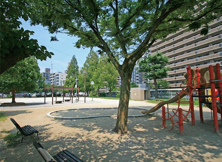 堀川公園 約410m(徒歩6分)