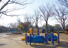 高畑公園 【高畑公園】約250m(徒歩4分) 【八田駅南】約280m(徒歩4分)