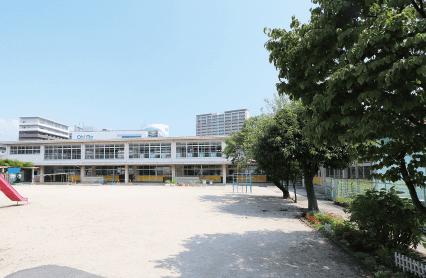 市立平野幼稚園 約580m(徒歩8分)