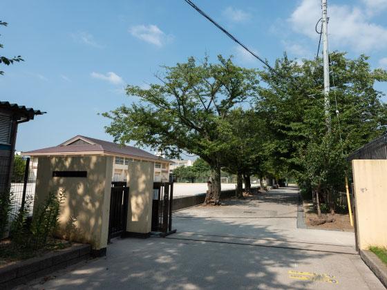 市立第一中学校 約1,980m(徒歩25分)