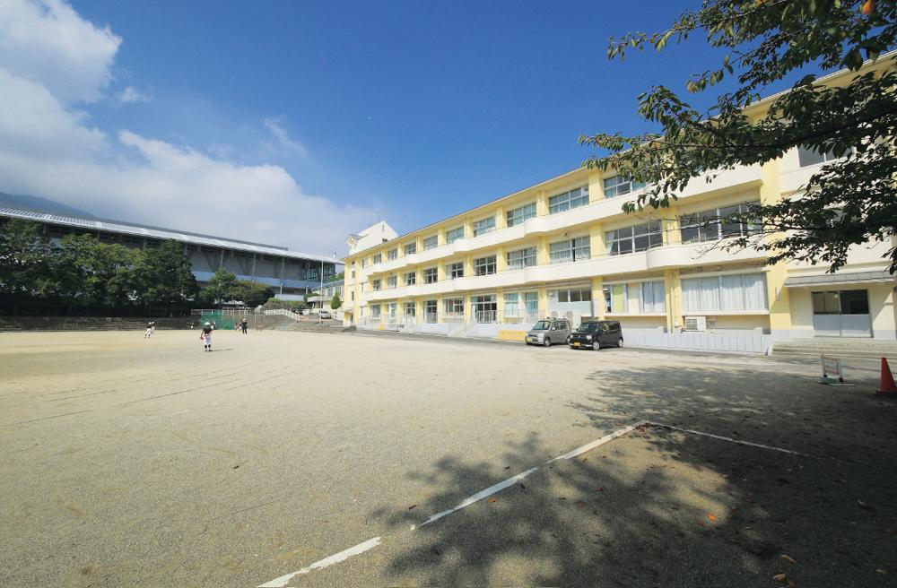 山の手小学校 約320m(徒歩4分)