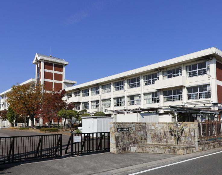 岐阜市立長良中学校 約550m(徒歩7分)