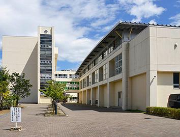 市立万代長嶺小学校 約650m(徒歩9分)