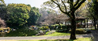 宮崎中央公園 約1,070m(徒歩14分)