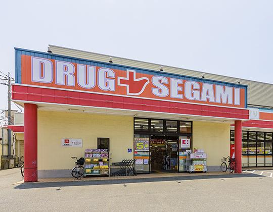 ドラッグセガミ 荒江店 約370m(徒歩5分)