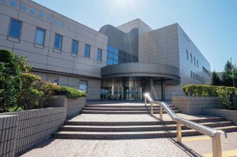 札幌市中央図書館 約570m(徒歩8分)