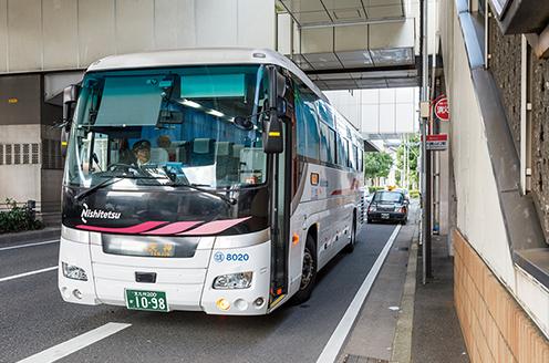 西鉄バス「徳力嵐山口駅」バス停(東側)高速バス天神・北九州空港方面 徒歩4分