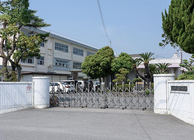 王子中学校 約560m(徒歩7分)