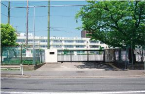 坂戸小学校 約610m(徒歩8分)