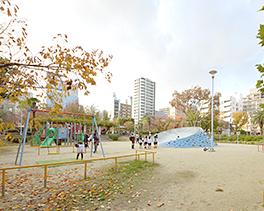 中大江公園 約300m(徒歩4分)