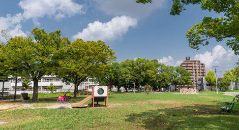 茶屋ヶ坂公園 約430m(徒歩6分)