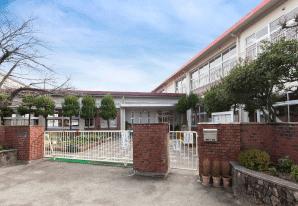 鹿田幼稚園 約540m(徒歩7分)