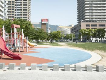 六甲道南公園 約490m(徒歩7分)