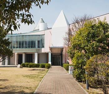 芦屋市立美術博物館 約1,220m(徒歩16分)