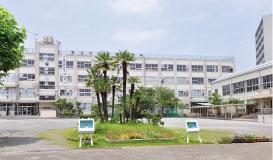 足立区立第五中学校 約30m(徒歩1分)