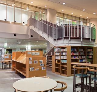 草加市中央図書館 約800m(徒歩10分)
