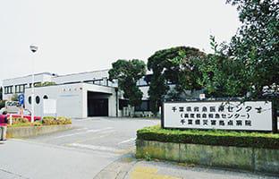 真砂東小学校 約250m(徒歩4分)