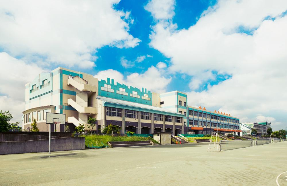 川口市立南中学校 約880m