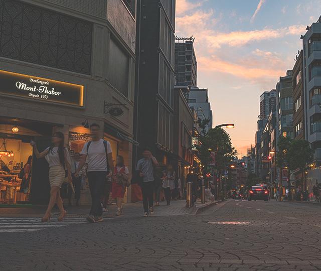 麻布十番商店街 約560m(徒歩7分)