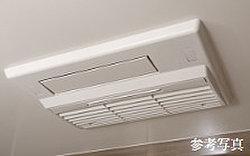 浴室内の湿気を除去し、冬も快適な暖房機能を装備。浴室内で洗濯物も乾燥できます。