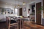 【スタイルセレクト3:Authentic BROWN】深みのあるブラウンが、正統なる空気感を醸し出す空間テイスト。伝統と風格を感じるスタイルです。