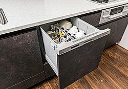 汚れやすいレンジフードにホーロー整流板を採用。※タイプにより形状は異なります 。