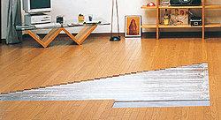 リビング・ダイニングには、理想的な「頭寒足熱」の環境を叶えるガス温水式床暖房を採用。長時間使っても埃が舞い上がる心配もなく人に優しい暖房設備です。