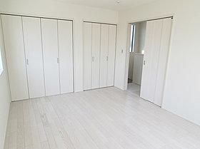 収納豊富な8.3帖の主寝室