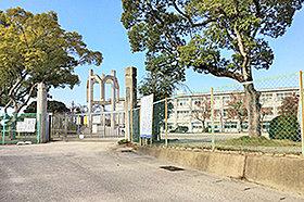 竹村小学校 (約2,050m)